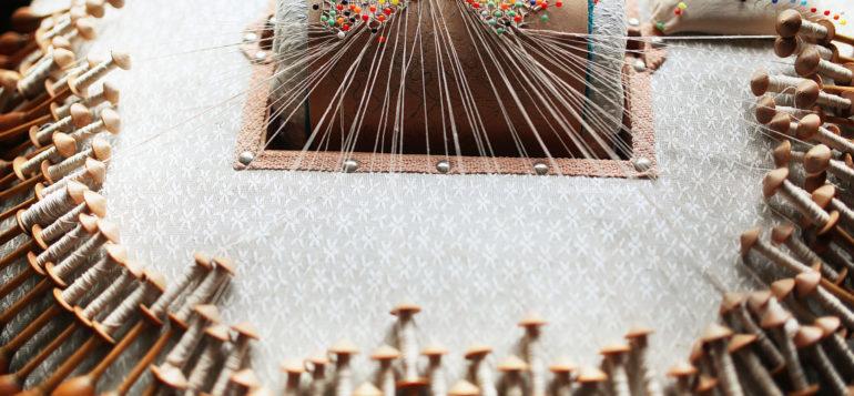 Nypläystyyny Kirstintalon näyttelyssä