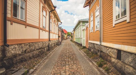 Tyhjä katu Vanhassa Raumassa