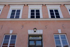 Rauman taidemuseon julkisivu ja ovi